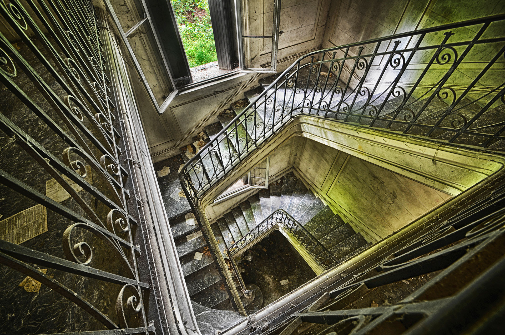 Escalier d'un château abandonné